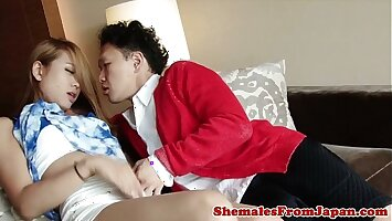 Japanese newhalf cockriding before facial